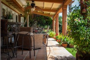 Nice looking porch as an example of DIY projects for your porch.