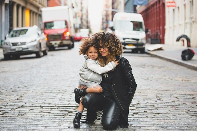 A mother applying relocation tips for single parents with her daughter.